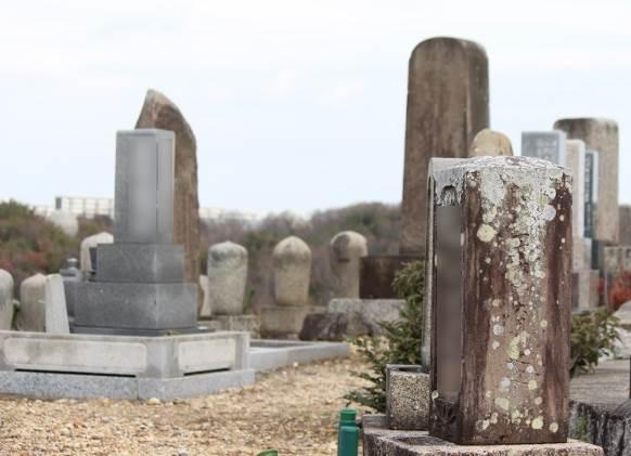 古いお墓の写真